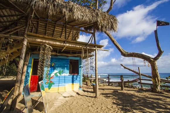Vozite se duž netaknute obale Barahona-e i naći ćete mnoštvo plaža popularnih među lokalcima i potpuno nepoznatih turistima