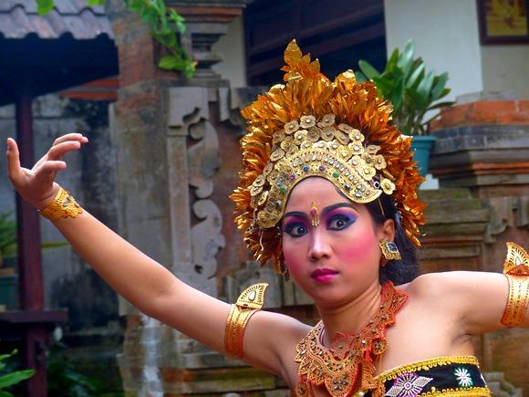 Obavezno pogledajte plesnu predstavu u kojoj plesači izražavaju priču kroz gestove lica, prstiju, ruku, stopala, glave i očiju