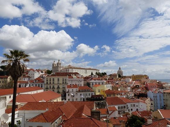 Uzane ulice Lisabona oživljavaju noću uz mnoštvo dobre hrane, muzike i zabave