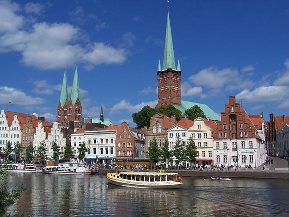 Sa tradicijom dugom 850 godina, Libek (Lübeck) je šarmantan gradić od crvene cigle sa malenim vijugavim ulicama na severu Nemačke