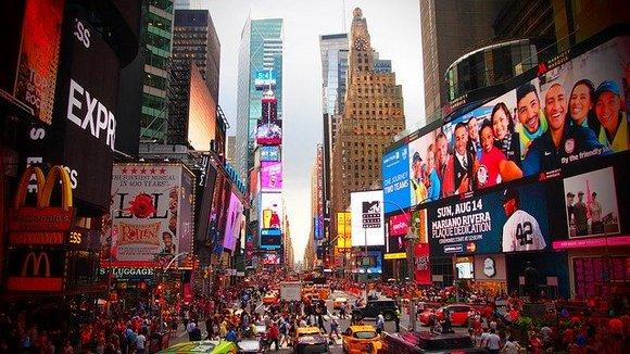 lavna turističaka atrakcija u Njujorku je Tajms skver sa 50 miliona posetilaca godišnje