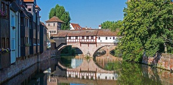 Nirnberg je šarmantan grad iz bajke koji se nalazi u Bavarskoj, čiji je zamak Kajzerburg bio jedan od najznačajnijih srednjovekovnih utvrđenja