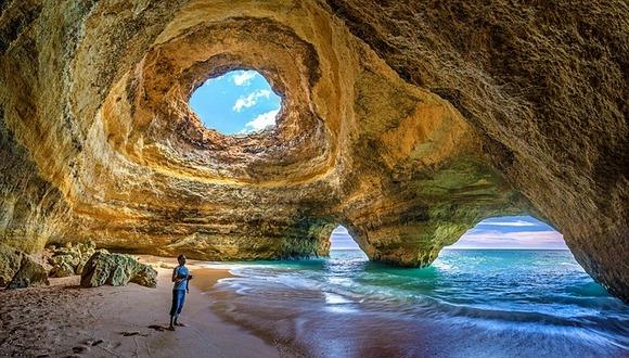 Atlantska obala je prepuna primamljivih plaža za sunčanje ili surfovanje, od kojih je svaka jedinstvena, a najlepše se nalaze u regionu Algarve