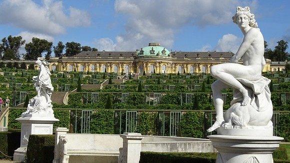 Na samom obodu Berlina nalazi se grad Potsdam. Veliki deo grada uvršten je u listu svetske baštine UNESCO-a