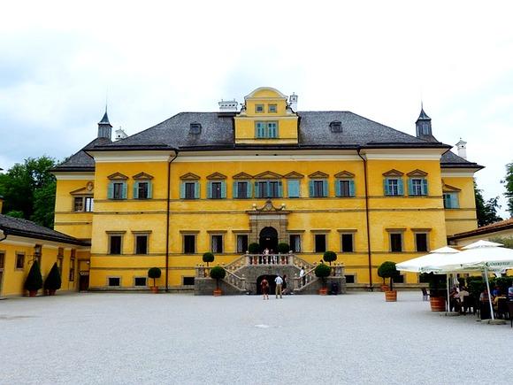 Dvorac u blizini Salcburga je sagrađen početkom 17. veka, a barokna palata je osmišljena kao mesto za proslave, sa brojnim fontanama i vodoskocima