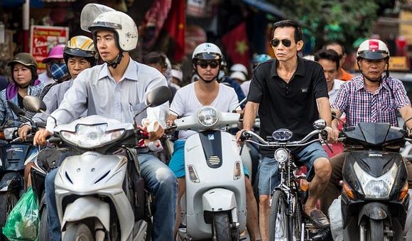 Xe Om je reč za moto taksi u Vijetnamu. Xe znači motocikl dok je Om zagrljaj što znači da treba da se držite čvrsto!