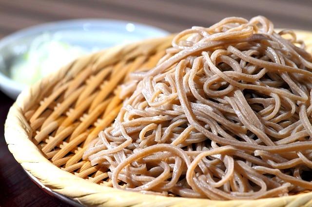 Nudle od heljde, soba, nastale su u 16. veku, a za razliku od većine drugih testenina, omiljene su kada se služe hladne, uz poseban tsuyu sos