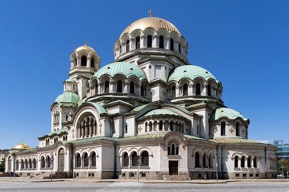 Simbol grada je jedna od najvećih pravoslavnih crkava na svetu - impozantna neo-vizantinska katedrala Aleksandra Nevskog