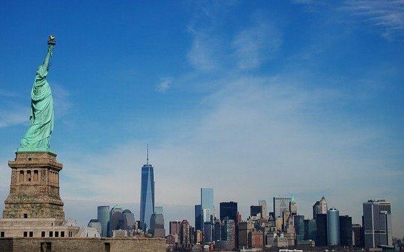 Ukoliko vas zanima američka istorija, vožnja trajektom do jednog od simbola Njujorka, Kipa slobode, je obavezna