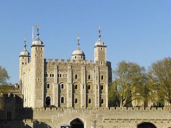 edinstvena prilika da doživite istoriju tamo gde se desila je u London taueru, čuvenoj srednjovekovnoj tvrđavi