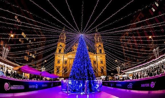 Budimpešta je destinacija koja nudi božićne štrudle, penušavo vino i tradicionalnu hranu, a na njenim božićnim marketima  može se ispuniti sve sa ove liste i još mnogo toga