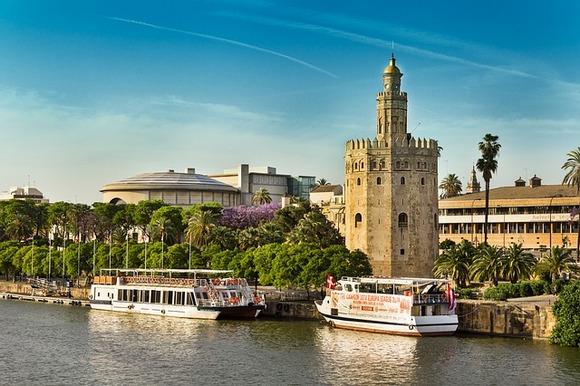 Sevilja je poznata po najvećoj gotičkoj katedrali na svetu, u kojoj se nalazi Kolumbov grob