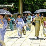 Danas su mogućnosti za putovanje brojne i znatno povoljnije i Zemlju izlazećeg sunca svake godine posećuje rekordan broj turista. Ipak, neki aspekti svakodnevnog života i tradicionalnih pravila koja važe u Japanu i dalje predstavljaju nepoznanicu za mnoge koji se tamo zapute