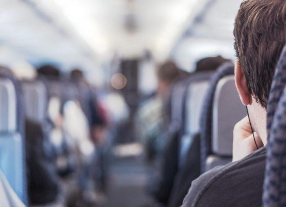 Imate li pravo da spuštate sedište u avionu?