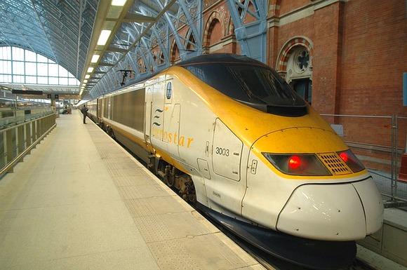 U Velikoj Britaniji, brzi vozovi Eurostar trenutno voze na linijama od Londona do Pariza, kao i između Brisela i Amsterdama