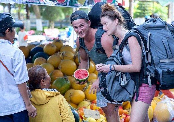 Turističke destinacije svakako žele da maksimalno povećaju prihod od turizma, ali dok većina njih aktivno radi na promociji luksuznih sadržaja, neke su počele i da aktivno obeshrabruju niskobudžetne putnike i bekpekere