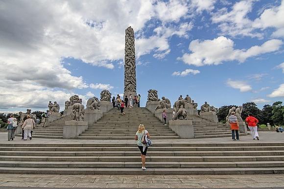 Oslo je nekako uvek u zaostatku za znatno popularnijim Stokholmom i Kopenhagenom, ali daleko od toga da u njemu nema šta da se vidi i iskusi