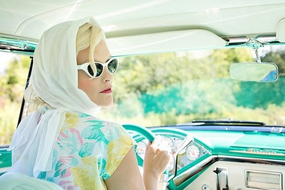 Obližnja radnja Moda e Costumespecijalizovana je za modu pedesetih i šezdesetih godina, posebno haljine