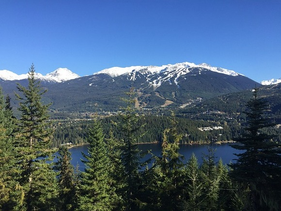 Grad Vistler nalazi se 120 kilometara severno od Vankuvera. Njegova najpopularnija atrakcija je ski resort Vistler Blekcomb