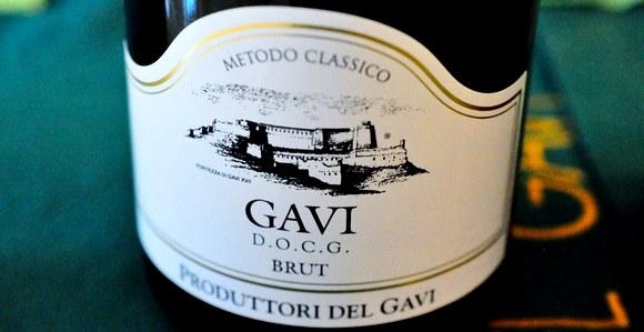 Gradić Gavi udaljen je 130 kilometara od Torina i 45 kilometara od Đenove
