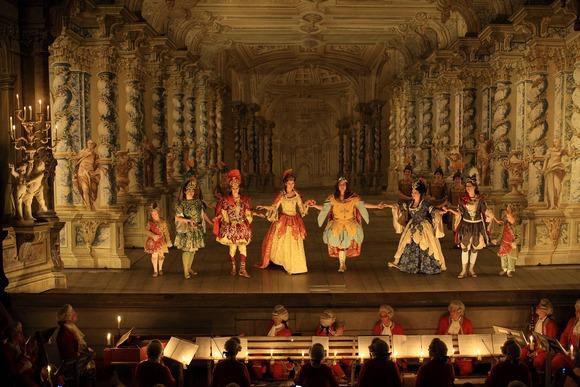 Poznato kao najbolje očuvano barokno pozorište u Evropi, pozorište u okviru gradskog zamka je u najmanju ruku upečatljivo