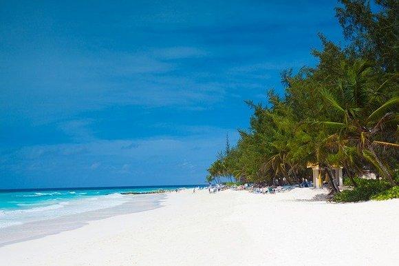 Najistočnije ostrvo na Karibima je Barbados. Pomislili bi ste da ćete sve svoje vreme da provedete na plažama sa belim peskom