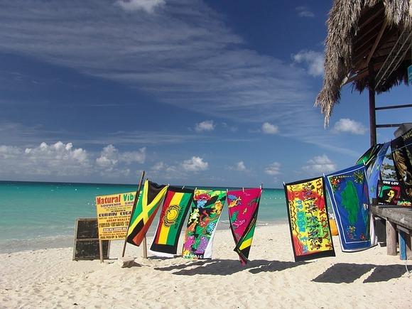 Za mnoge turiste Jamajka je srce Kariba. Zemlju sa mnogobrojnim all inclusive resortima, rodno mesto rege muzike, Rastafari pokreta, šećerne trske i kafe