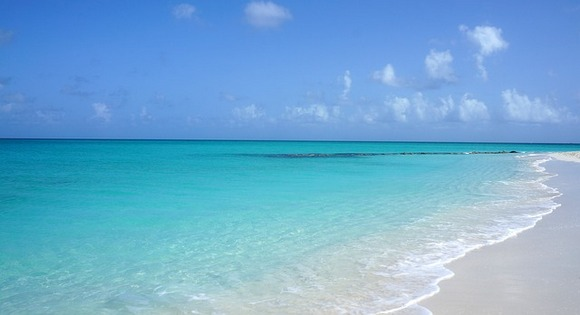 Kristofer Kolumbo prvi put je pristao u zapadnoj hemisferi upravo na Karipskom ostrvu Turks i Kaikos uz obalu gradića Kokburn
