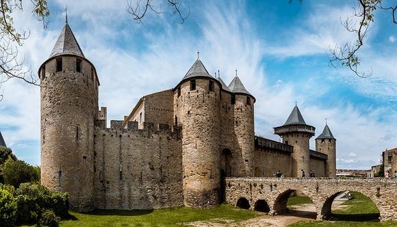 Karkason je utvrđeni srednjovekovni grad iz 12. veka. Izuzetna je destinacija za ljubitelje kako istorije, tako i vina