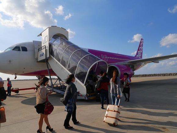 Putovanje sa jednog ostrva na drugo je jednostavno uz brze i jeftine trajektne usluge ili kratkim avionskim transferima