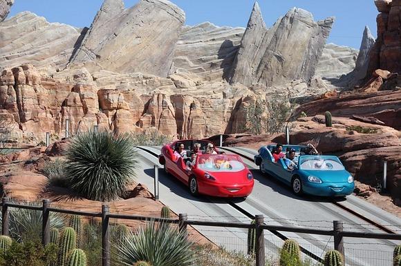 U crtanom filmu grad iz mašte Radiator Springs ima tek po koji automobil koji prolazi njegovim ulicama