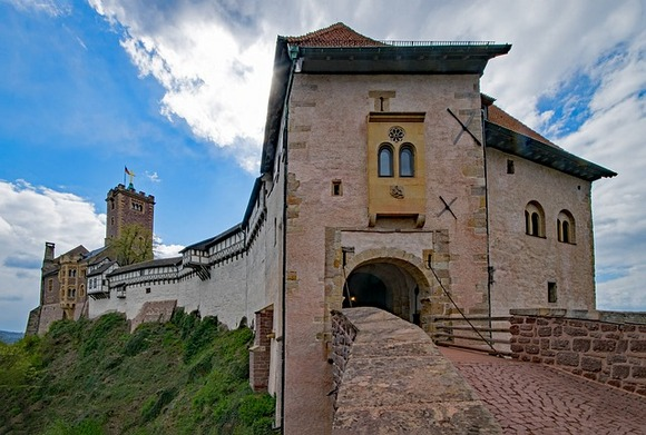 Obiđite sobe u kojima je Martin Luter prevodio Novi zavet na nemački, u normanskom periodu dvorca Vartburg