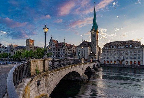 Možda će vas ovo začuditi, ali Švajcarska ima čak četiri zvanična jezika - nemački, francuski, italijanski i romanš