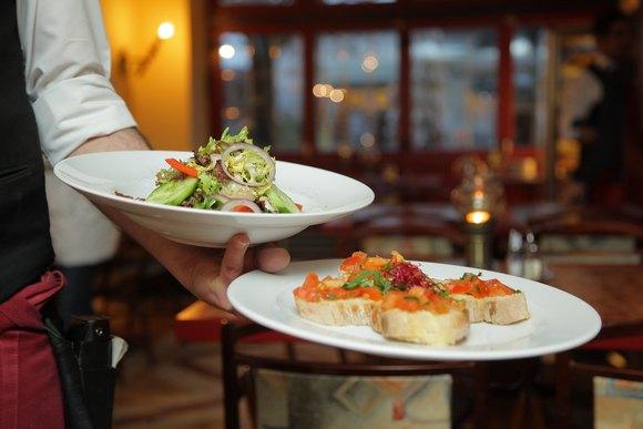 U Dubai je protivzakonito da vam u restoranu u račun uključe i napojnicu