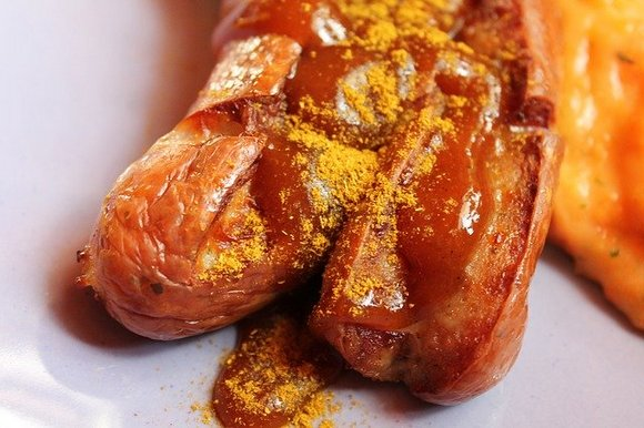 Takođe ćete imati priliku da se častite raznim vrstama kobasica, a svakako morate probati čuveni currywurst