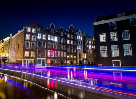 Amsterdam zabranio grupne ture po Četvrti crvenih fenjera