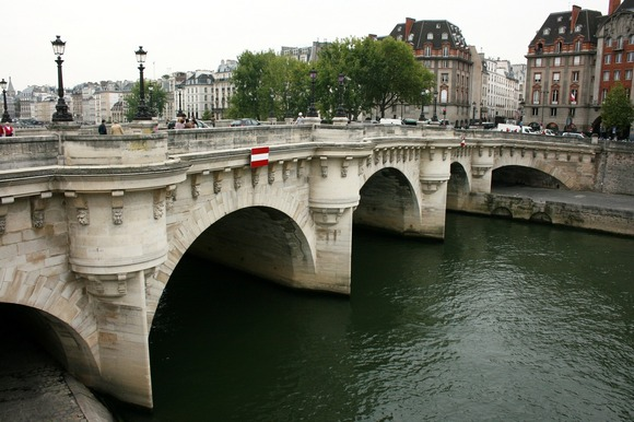 The most beautiful detail of the bridge is the decorative Maskaroni