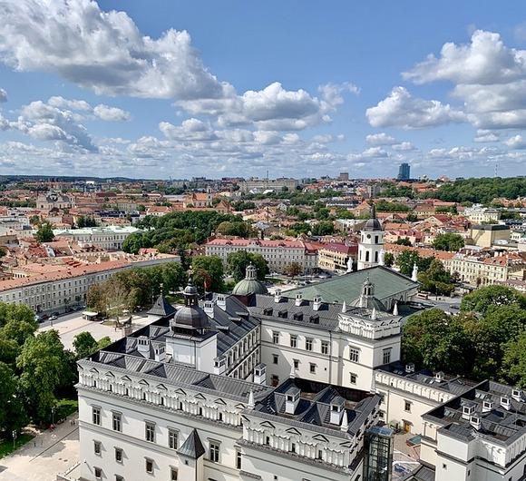 Dok su druge dve baltičke prestonice bile članice Hanzeatske lige, sa Vilnjusom to nije bio slučaj
