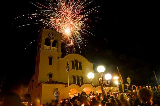 Najsvetiji hrišćanski praznik se i u pravoslavnog Grčkoj proslavlja tradicionalno i sa velikom predanošću