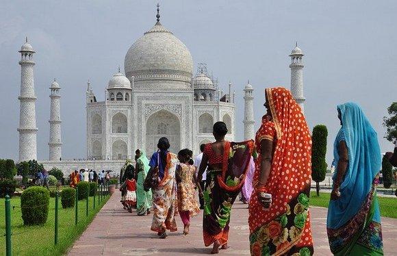 Tadž Mahal se nalazi u Agri, u severnoj Indiji