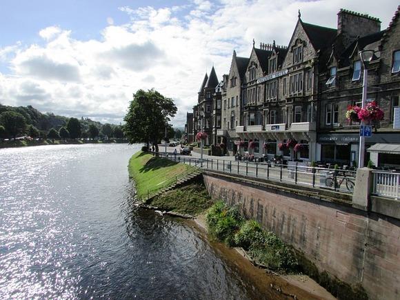 Edinburg se nalazi blizu jezera Loh Nes i škotskog Highlands-a