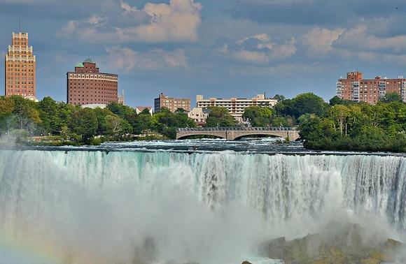 Nijagarini vodopadi nalaze se između Kanade i SAD-a