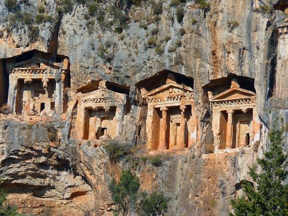 U Kaunosu se nalaze, između ostalog, i likijske grobnice