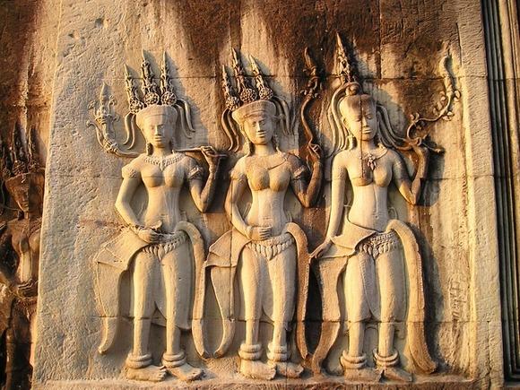 najprisutnije su predstave mitoloških bića, razigranih devojaka natprirodnih moći zaduženih za umetnost i ples