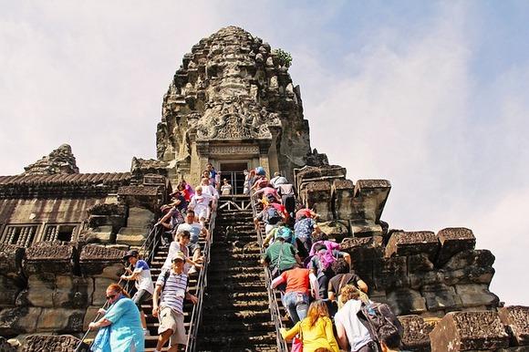 Kambodžanci su narod topao, prostodušan, krotak, ljubazan, miran, sa blago razvučenim dostojanstvenim osmehom na usnama