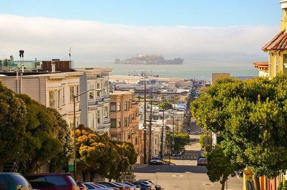 San Francisko se nalazi na preko 50 brda, po kojima neke četvrti nose imena