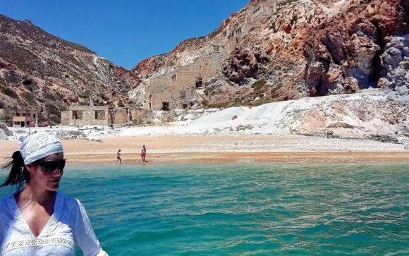 Na istočnoj strani ostrva, jedna od najlepših plaža je Paliorema