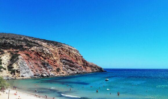 Na jugu ostrva se nalazi i plaža Provata