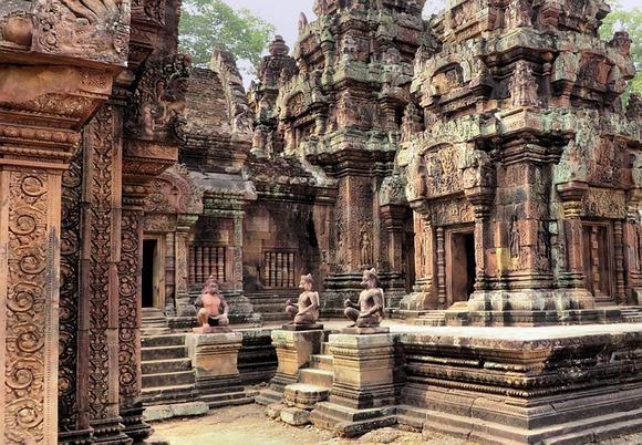 U tom okeanu zapisa stoji i da je Džajavarman upoređen sa mladoženjom, a Angkor Tom sa njegovom mladom