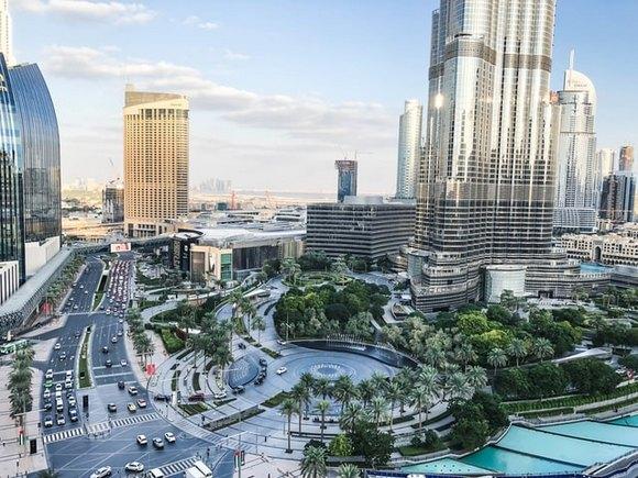 Poređenja radi, jedan od najpoznatijih gradskih hotela, Atlantis The Palm tokom avgusta smeštaj nudi po ceni od 250 dolara za noć (po osobi), dok u decembru isti smeštaj staje i 850 dolara